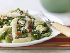 Healthy Penne with Asparagus, Spinach, and Bacon Recipes < Quick Dinner Ideas: Cooking Light Staff Favorites - Cooking Light Mobile Easy Pasta Recipes, Bacon Recipes, Dinner Recipes, Healthy Recipes, Healthy Dinners, Dinner Ideas, Healthy Tips, Milk Recipes, Healthy Foods