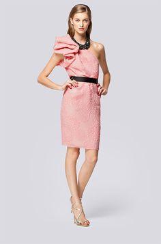 Vestido corto rosa y negro asimetrico de Carolina Herrera