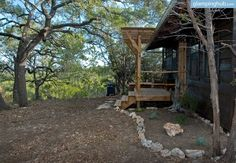 This beautiful cabin rental in Texas Hill Country has everything guests will need to have a successful trip away. Equipped with a full kitchen, a bathroom with a walk-in shower, and enough sleeping space for four, glampers will love retreating back to this cozy cabin after a day out enjoying the stunning Hill Country surroundings.