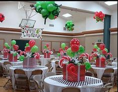 32 Grinch Whoville Christmas Party Holidays Decor 32 Grinch Whoville Weihnachtsfeier Feiertage Dekor www. Christmas Party Centerpieces, Christmas Party Table, Grinch Christmas Party, Office Christmas Decorations, Grinch Party, Office Christmas Party, Christmas Holidays, Elegant Christmas, Company Christmas Party Ideas