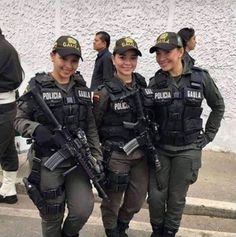 damn I kind of wanna get arrest Colombian special forces.damn I kind of wanna get arrested. Female Cop, Female Soldier, Army Soldier, Mädchen In Uniform, Female Police Officers, Military Girl, Warrior Girl, Military Women, Girls Uniforms