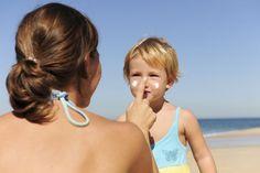 4 zakazane kremy do opalania – one szkodzą twojemu dziecku!