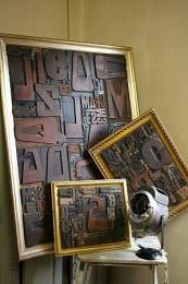 tableau lettres d' imprimerie Framed Wooden Letters, Style Loft, Letterpress, Lettering, Decor, Industrial Style, Wall Art, Board, Printing