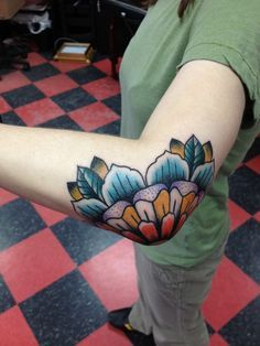 30 Amazing Traditional Tattoo Designs