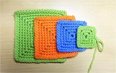 字幕で解説しています。並太毛糸で、かぎ針は7/0 4.0㎜ こま編みで、くさり編みの輪の作り目から編み始めます。 見本は5段、7段、9段のこま編みです。動画は3段目までですが、四角の部分のくさり編み2目の編み方は何段でも同じです。 小さめならコースターに、大きくしたらアクリルたわしにもなります。 かぎ針編み初心者...