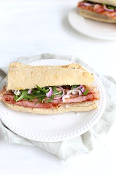 Broodje beenham Panini Sandwiches, Wrap Sandwiches, Healthy Breakfast Recipes, Healthy Recipes, Good Foods To Eat, 30 Minute Meals, Aesthetic Food, High Tea, Lunches
