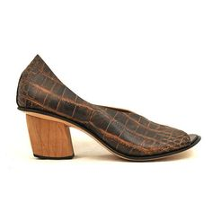 Women's CYDWOQ Vintage Shoe with 2-Inch Wooden Heel