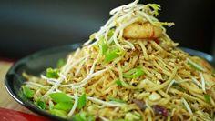 Pallavizza: Pad Thai Noodles with Sweet Wonton Parcels