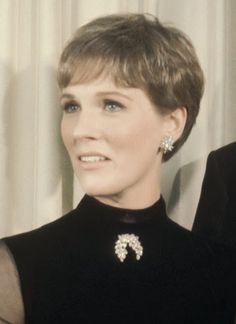 14 Facts About The Sound Of Music – Julie Andrews Hairstyles Julie Andrews, Short Hair Cuts, Short Hair Styles, Pixie Cuts, Fitness Video, Pixie Hairstyles, Haircuts, British Actresses, Best Actress