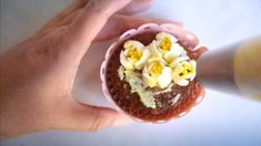 Easy Cupcake Bouquet with Russian Piping Tips Tutorial - Dessert Recipes Cake Decorating Company, Cake Decorating Courses, Creative Cake Decorating, Wilton Cake Decorating, Cake Decorating Videos, Creative Cakes, Decorating Ideas, Russian Piping Tips, Cake Piping