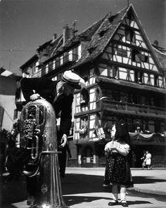 Robert Doisneau - L'Alsace // 14 juillet Place du marché au cochon de lait à Strasbourg 1945