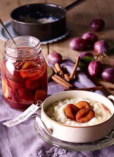 Prunes or plums cooked in the oven - Einkochen - Plum Recipes, Detox Recipes, Sweet Recipes, Chutneys, Vegetable Drinks, Snacks, Four, Food Menu, Diy Food