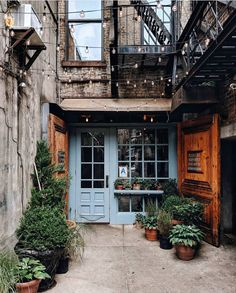 Possibly the cutest alleyway in the whole of NYC? Have a great Saturday whatever. Interior Exterior, Exterior Design, Interior Architecture, Architecture Board, Future House, My House, Alleyway, House Goals, My New Room