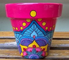 Macetas pintadas. Painted pots. Estilo Indi. #paintedpots #macetas #pots #garden Painted Plant Pots, Painted Flower Pots, Pots D'argile, Clay Pots, Clay Pot Crafts, Diy And Crafts, Flower Pot Art, Pottery Pots, Decorated Flower Pots