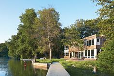 LAKE IOSCO HOUSE IN NEW JERSEYNew Zealand transplant Debbie Gibbs and her young sun retreat from their New York city life to their custom prefab home in Lake Iosco, New Jersey.Photo by Mark Mahaney.  Photo by: Mark MahaneyCourtesy of: photograph by Mark Mahaney,all rights reserved