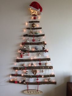 25 Easy and Simple DIY Flat Christmas Tree Ideas to Give You Inspiration Christmas Tree Tumblr, Wall Hanging Christmas Tree, Twig Christmas Tree, Creative Christmas Trees, Diy Christmas Decorations Easy, Christmas Crafts, Natural Christmas, Snowman Crafts, Rustic Christmas