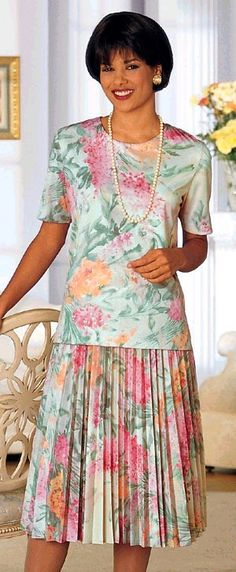 Her nice floral two piece accordian pleated dress Summer Trends 1980s Dresses, Modest Dresses, Summer Dresses, Long Dresses, Vintage Style Dresses, Lovely Dresses, Vintage Outfits, 80s Fashion, Skirt Fashion