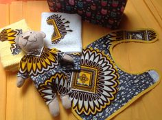 African inspired Baby shower baptism naming ceremony medium gift case by DivineBlessing on Etsy African Theme, African Attire, African Dress, Baby Shower Fall, Baby Shower Themes, Shower Ideas, Ankara Fashion, African Fashion, Towel Cakes