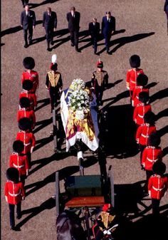 Princess Diana's Funeral Procession Passes through London's Horse ... http://www.thefuneralsource.org/publicfunerals.html