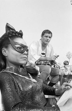 Eartha Kitt and Adam West. Catwoman and Batman. Batman 1966, Batman And Superman, Batman Robin, Adam West Batman, Batman Sets, Batman Tv Show, Batman Tv Series, James Gordon, Yvonne Craig