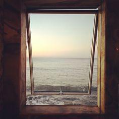 open window to the sea Window View, Open Window, Malibu Beach House, Malibu Beaches, Kelly Wearstler, Through The Window, Am Meer, Decir No, Decoration