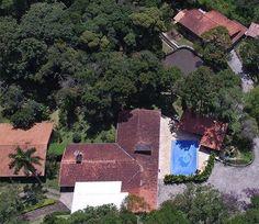 Esta luxuosa propriedade é de Lula , comprado com o suor do povo trabalhador Brasileiro.