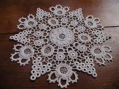- My new favorite Filet Crochet, Crochet Round, Irish Crochet, Crochet Motif Patterns, Crochet Designs, Crochet Stitches, Crochet Gifts, Crochet Doilies, Crochet Lace