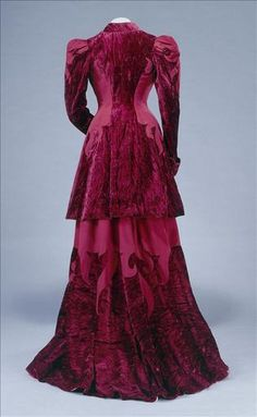 1890s day dress (back view) Galliera musee de la Mode de la Ville de Paris