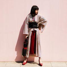Such a sophisticated modern take on the kimono. India Fashion, Japan Fashion, Kimono Fashion, Look Fashion, Fashion Outfits, Fashion Design, Harajuku Mode, Harajuku Fashion, Asian Street Style