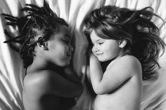 Prachtige fotoserie: de band tussen twee zussen #famme www.famme.nl