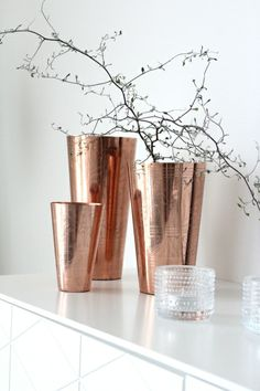 Vase of copper from Nooli & Borett Interior And Exterior, Interior Design, Trendy Home, My Dream Home, Candle Holders, Vase, Candles, Creative, Inspiration