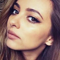 Jade Thirlwall had a natural chic makeup: brown eyeshadow with black eyeliner and mauve lipstick