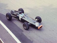 Graham Hill, BRM P261 129 1966 Monaco Grand Prix practice Le Mans, Vintage Racing, Vintage Cars, Aston Martin, Monaco Grand Prix, Car And Driver, Race Day, Formula One, Pilot