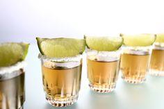 Tequila en caballito con su sal y limón