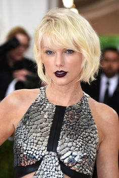 Taylor Swift on the Met Gala 2016 red carpet wearing blood red lips and platinum blonde hair.