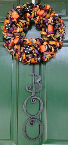 I'm pretty sure I can figure out how to make this cute ribbon wreath--for any holiday!