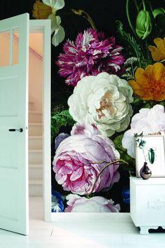 large scale floral wallpaper by kekamsterdam. Flower Wallpaper, Wall Wallpaper, Pattern Wallpaper, Large Floral Wallpaper, Crazy Wallpaper, Beautiful Wallpaper, Photo Wallpaper, Decoration Inspiration, Burke Decor