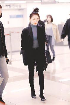 Korean Fashion Dress, Blackpink Fashion, Fashion Face, Fashion Outfits, Kpop Outfits, Korean Outfits, Casual Outfits, Red Velvet Dress, Velvet Fashion