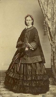civil war era lady in dress and jacket with quilting