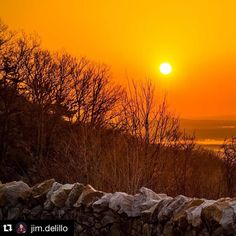 "#Repost @jim.delillo  Sunrise over the Gunks at the""Curve""  #sunrise #gunks #climb  #outdoors  #travel #photo #photography"