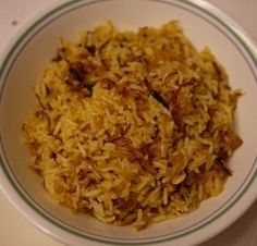 Egyptian onion rice 2 cups rice 2 onions, chopped finely 3 cups water 2 tablesp oil ½ teasp salt 1 tablesp of tomato paste Middle East Food, Middle Eastern Dishes, Middle Eastern Recipes, Lebanese Recipes, Indian Food Recipes, Ethnic Recipes, Egyptian Food, Egyptian Recipes, Risotto