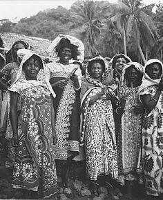 Africa | Group of women photographed in Anjouan, Comoros. ca. 1953 | ©Coudert (Pierre, Léonard, Alphonse)