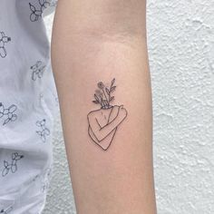 Minimalist tattoo: unbelievable and delicate photographs to fall in love - Tattoos for Couples,Tattoos for Women Pretty Tattoos, Love Tattoos, Small Tattoos, Tattoos For Women, Tiny Tattoo, Head Tattoos, Body Art Tattoos, Woman Body Tattoo, Tatoos