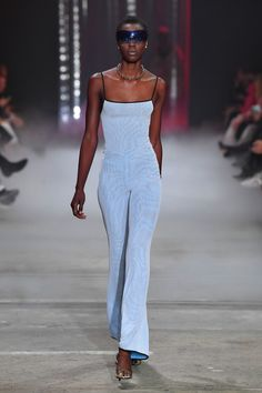 A model walks the runway during the I.GIA show at Mercedes-Benz Fashion Week Resort 19 Collections at Carriageworks on May 16 2018 in Sydney Australia. Haute Couture Style, Couture Mode, Couture Fashion, Runway Fashion, High Fashion, Fashion Show, Fashion Design, 90s Fashion Grunge, Fashion Fashion