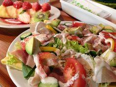 Mahi Mahi Salad Topping a Ripe Avocado Ripe Avocado, Avocado Egg, Tempeh, Sushi, Healthy Life, Healthy Eating, Instagram Accounts To Follow, Salad Topping, Skinny Recipes