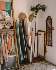 Room Ideas Bedroom, Bedroom Inspo, Dream Bedroom, Bedroom Decor, Bedroom Themes, Decoration Surf, Wall Decorations, Ericeira Portugal, Deco Surf