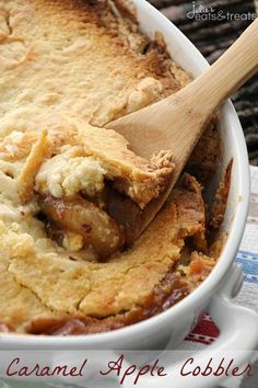Caramel Apple Cobbler ~ Only 5 Ingredients to Perfection! Ooey Gooey Caramel Apple Pie Filling with a Buttery Topping! ~ https://www.julieseatsandtreats.com