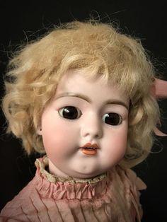 Traumhafte antike Puppe Simon& Halbig 1079 in musealem Zustand, Vitrinengröße!