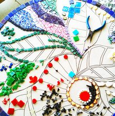 Home › So Crafty How To Mosaic: Art For Your Garden by RitaK Many different ideas - great site!