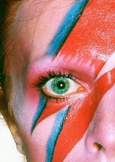 ☆ David Bowie love the make up